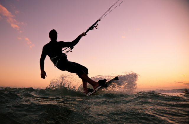 Windsurf e kitesurf nel Nord Sardegna: i migliori spot